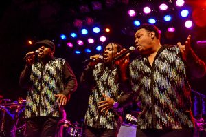 Earth Wind & Fire Experience (17-10)